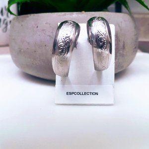 #J27  Mini Hoop Earrings